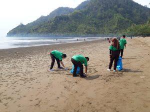 Bersih-bersih Sungai dan Pantai SMKN 1 Trenggalek